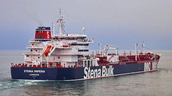 Iran bắt tàu chở dầu của Anh tại eo biển Hormuz - Ảnh 1.