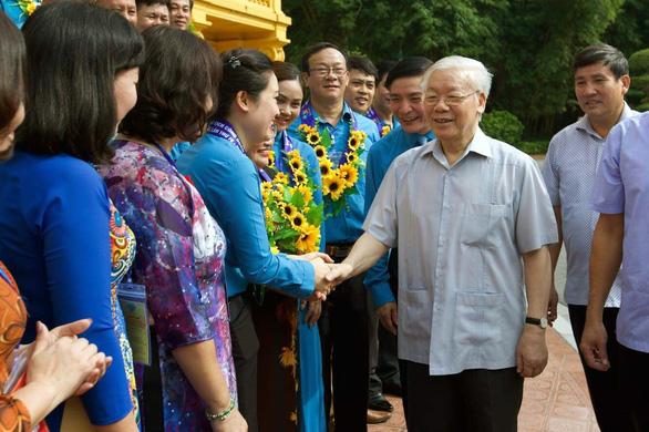Tổng bí thư, Chủ tịch nước Nguyễn Phú Trọng gặp gỡ 100 cán bộ công đoàn tiêu biểu - Ảnh 1.