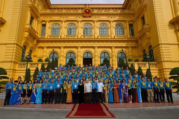 Tổng bí thư, Chủ tịch nước Nguyễn Phú Trọng gặp gỡ 100 cán bộ công đoàn tiêu biểu - Ảnh 2.