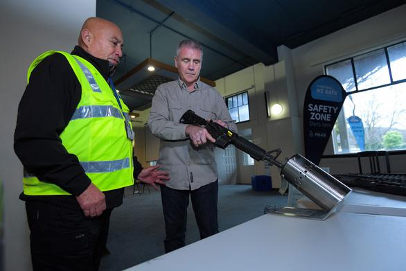 Người New Zealand bán lại 10.000 khẩu súng cho chính phủ - Ảnh 1.