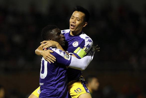 Quang Hải ghi bàn, Hà Nội thắng Sài Gòn 4-1 - Ảnh 1.