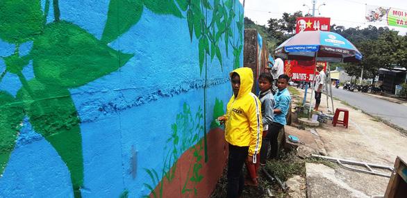 Độc đáo con đường bích họa ở thủ phủ sâm Ngọc Linh - Ảnh 8.