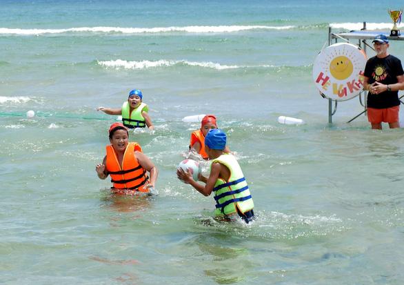 Học bơi để tự cứu mình, cứu người - Ảnh 2.