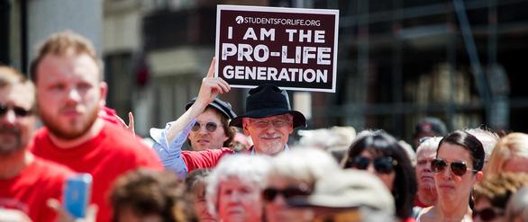 Bị hiếp dâm nếu muốn phá bỏ thai phải xin phép... hung thủ - Ảnh 1.