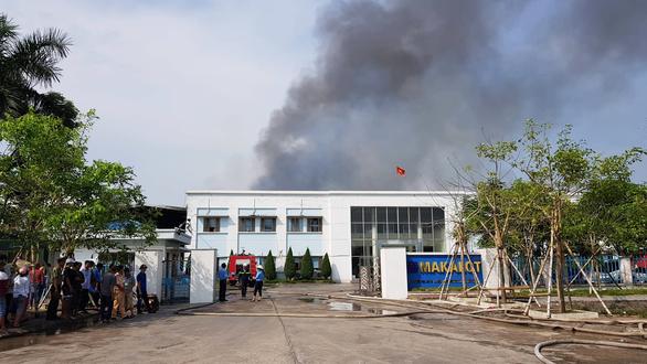 Xưởng công ty may 100% vốn Đài Loan tại Hải Dương cháy rụi - Ảnh 1.