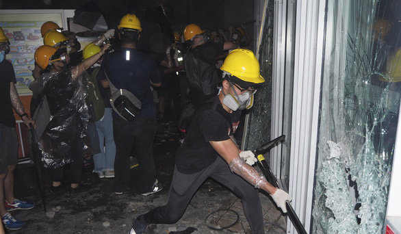 700 người biểu tình Hong Kong đang bị truy lùng bắt nguội - Ảnh 4.