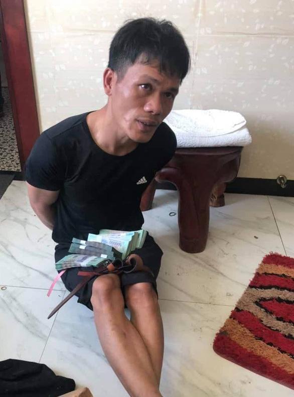 Vụ trộm hơn 8 tỉ ở Vĩnh Long: Khởi tố thêm 2 bị can, điều tra mở rộng vụ án - Ảnh 1.