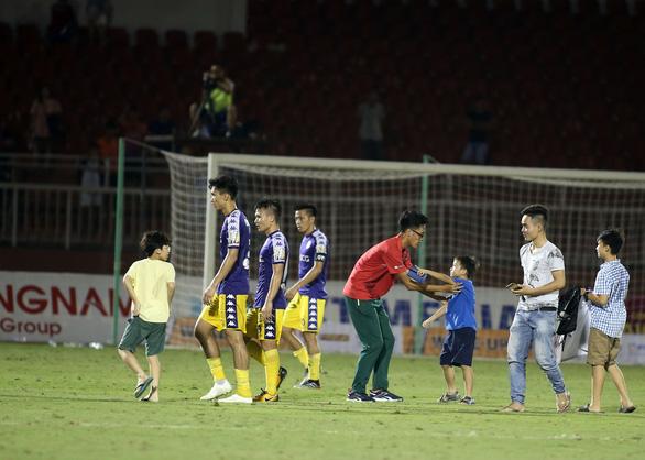 Quang Hải ghi bàn, Hà Nội thắng Sài Gòn 4-1 - Ảnh 4.