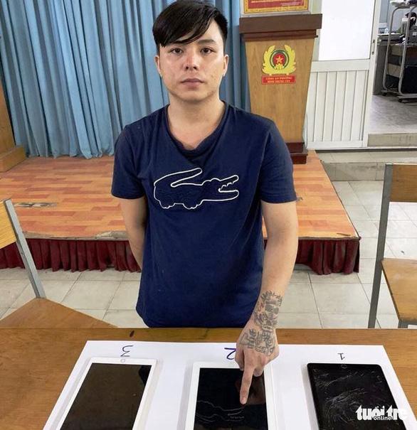 Nhập nha cướp iPad rồi chịu khó quay lại hỏi… mật khẩu mở iPad - Ảnh 2.