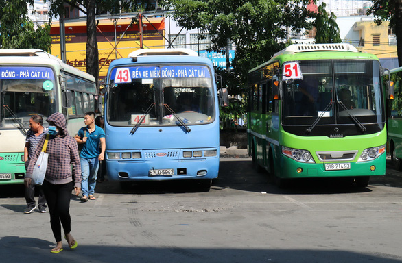Nỗi niềm xe buýt: người bỏ nghề, người vỡ nợ... - Ảnh 1.
