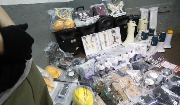 Phát hiện xưởng làm chất nổ của nhóm chống dự luật dẫn độ Hong Kong - Ảnh 2.