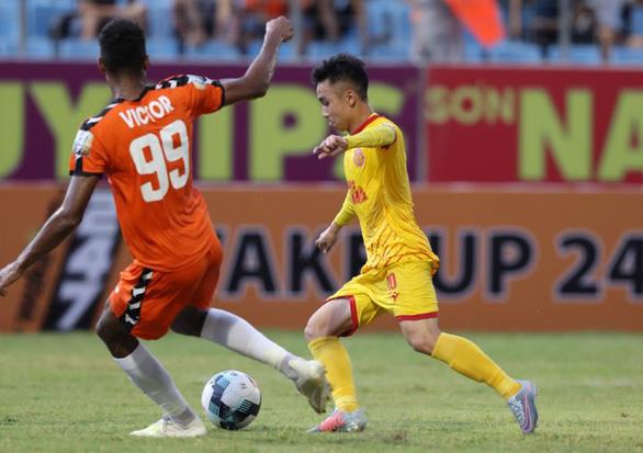 Siêu phẩm được mùa tại Lạch Tray, Hải Phòng đá bại Quảng Ninh 3-2 - Ảnh 6.