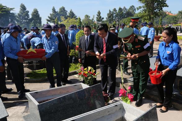Đón nhận 144 hài cốt liệt sĩ hi sinh ở chiến trường Campuchia - Ảnh 1.