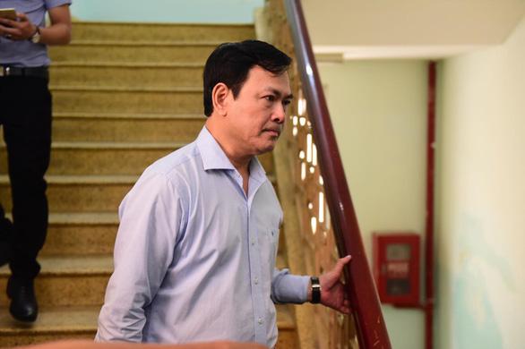 Không đủ cơ sở kết luận tay trái ông Nguyễn Hữu Linh có chạm vào người bé gái hay không - Ảnh 1.