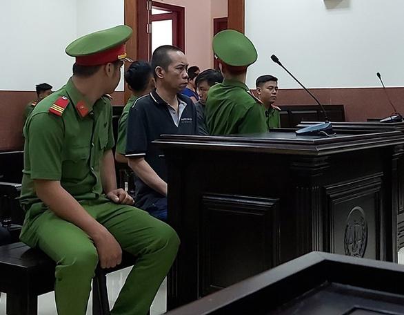 Cha dượng hiếp dâm con riêng của vợ suốt 5 năm, xử án kéo dài 4 năm  - Ảnh 1.