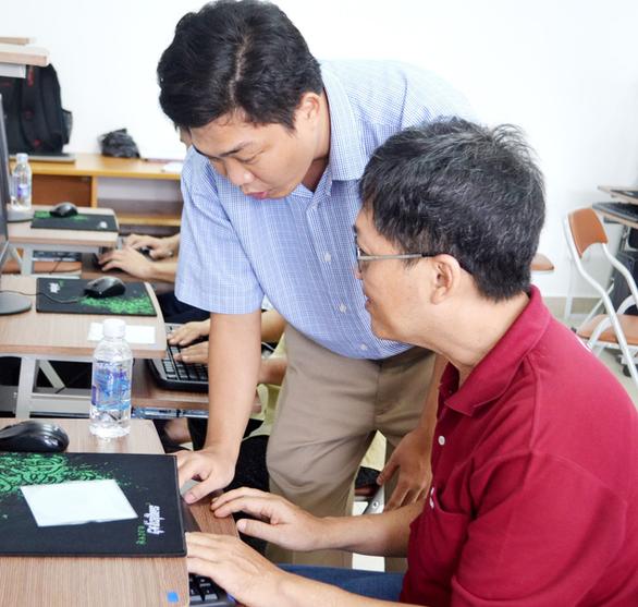 Người khiếm thị dạy tin học cho người khiếm thị, nâng đỡ nhau đến tương lai - Ảnh 4.