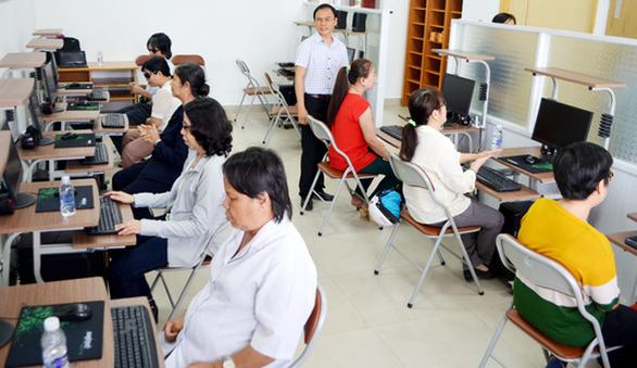 Người khiếm thị dạy tin học cho người khiếm thị, nâng đỡ nhau đến tương lai - Ảnh 1.