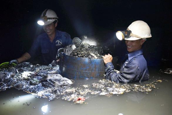 Tuần này công nhân thoát nước TP.HCM được trả lương sau nhiều tháng bị nợ - Ảnh 1.