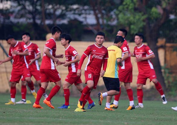 Điều chỉnh lịch V-League để tuyển Việt Nam tập trung đối đầu Thái Lan - Ảnh 1.