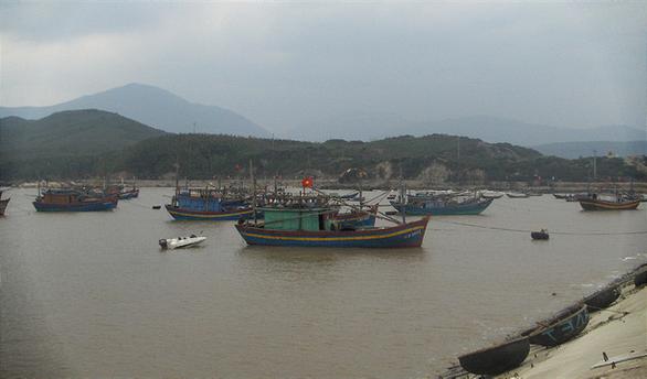Tìm kiếm tàu cá Quảng Bình mất tích 20 ngày qua - Ảnh 1.