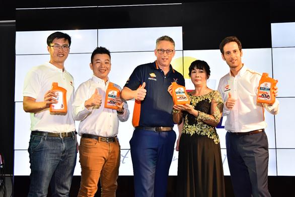 Repsol ra mắt dầu tay ga dành riêng cho thị trường Việt Nam - Ảnh 1.