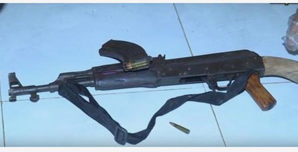 Truy nã nghi can dùng súng AK bắn người tình rồi tự sát - Ảnh 1.