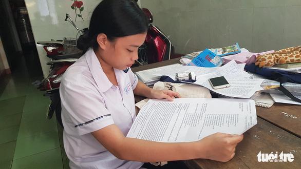 Thí sinh thi trên bộ đề in giấy A3 được miễn toàn bộ học phí vào trường du lịch - Ảnh 1.