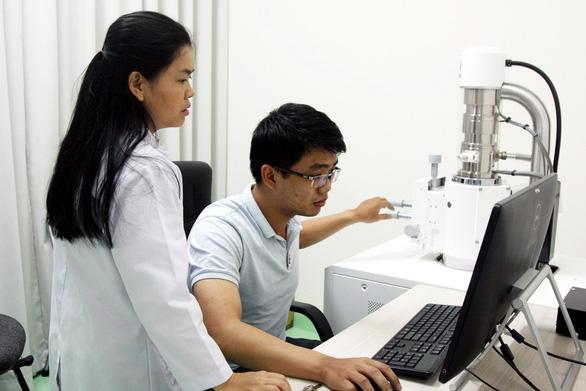 Hai người Việt vào top 100 nhà khoa học châu Á: Làm khoa học phải vượt qua thác ghềnh - Ảnh 4.
