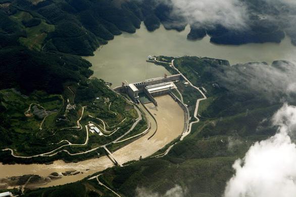 8 đập Trung Quốc chặn 40 tỉ m3 nước sông Mekong khiến mức nước xuống thấp kỷ lục - Ảnh 1.