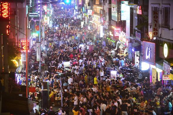 Việt Nam thúc đẩy nền kinh tế ban đêm như thế nào? - Ảnh 2.