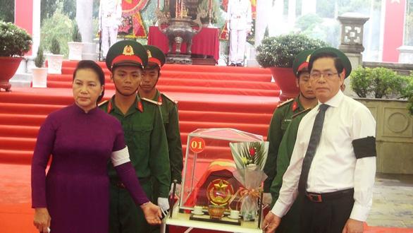 Chủ tịch Quốc hội dự lễ truy điệu và an táng hài cốt liệt sĩ tại Tây Ninh - Ảnh 1.