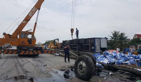 Hải Dương: 3 vụ tai nạn liên tiếp trên quốc lộ 5, 7 người thiệt mạng - Ảnh 7.