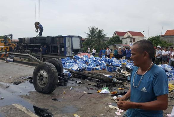 Hải Dương: 3 vụ tai nạn liên tiếp trên quốc lộ 5, 7 người thiệt mạng - Ảnh 6.