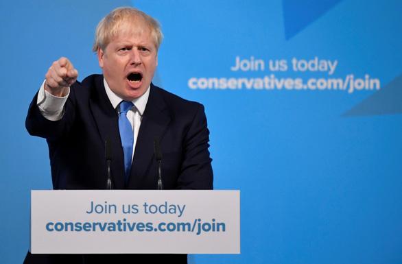 Từ nhà báo khác người trở thành thủ tướng Anh - Ảnh 1.