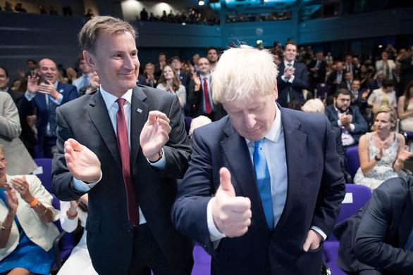 Từ nhà báo khác người trở thành thủ tướng Anh - Ảnh 3.