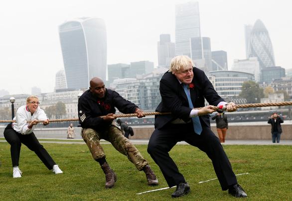 Từ nhà báo khác người trở thành thủ tướng Anh - Ảnh 6.