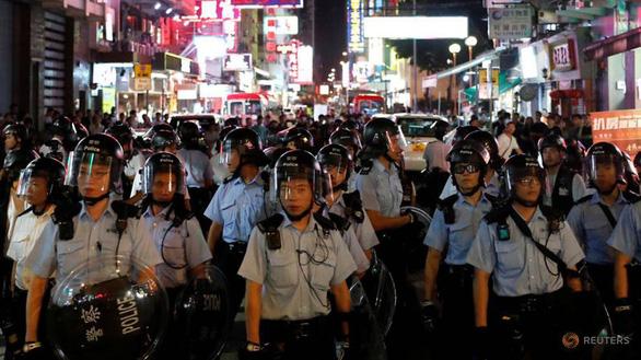 Rò rỉ thông tin cá nhân, con em cảnh sát Hong Kong bị đe dọa - Ảnh 1.