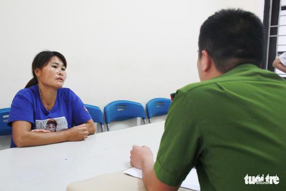 Làm giấy tờ công dân cho người phụ nữ bị lừa bán sang Trung Quốc - Ảnh 2.