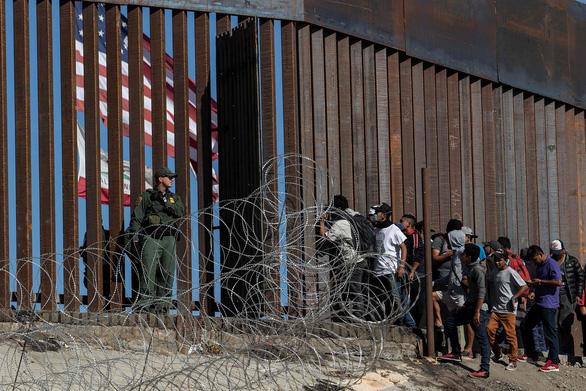Mỹ sẽ trục xuất người nhập cư lậu nhanh hơn trước - Ảnh 1.