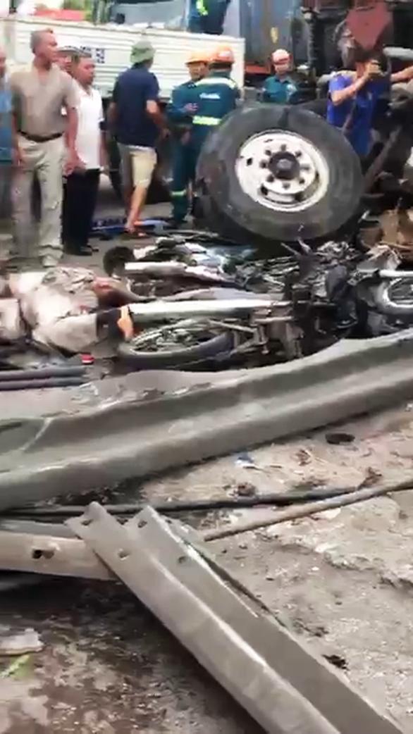 Hải Dương: 3 vụ tai nạn liên tiếp trên quốc lộ 5, 7 người thiệt mạng - Ảnh 1.