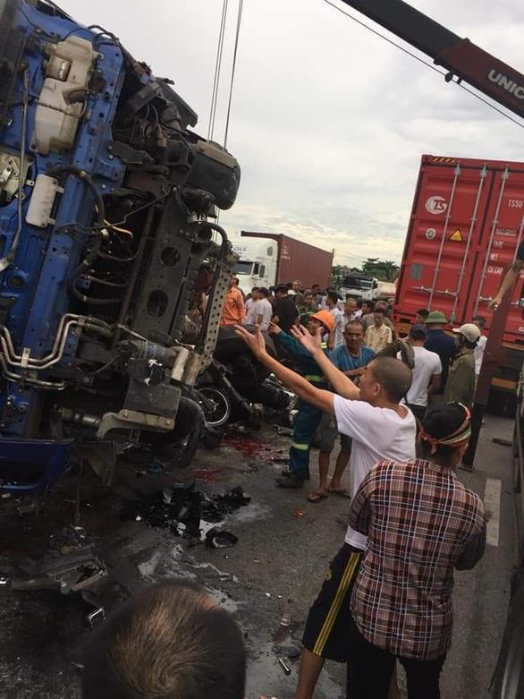 Hải Dương: 3 vụ tai nạn liên tiếp trên quốc lộ 5, 7 người thiệt mạng - Ảnh 10.
