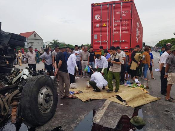 Tai nạn thảm khốc trên quốc lộ 5 do bất cập hạ tầng? - Ảnh 1.