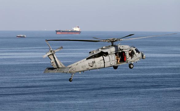 Châu Âu ủng hộ kế hoạch hộ tống tàu qua eo biển Hormuz - Ảnh 1.