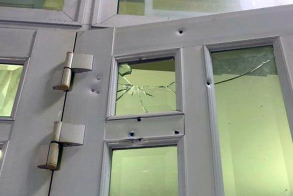 Điều tra một vụ nổ súng hoa cải vào nhà dân ở Biên Hòa - Ảnh 1.