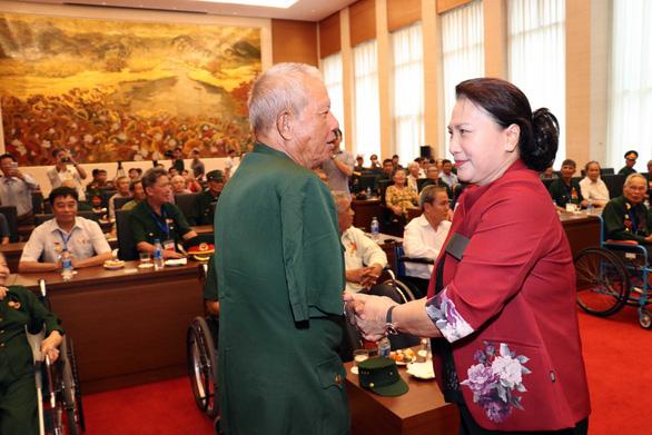Chủ tịch Quốc hội gặp mặt các đại biểu thương binh nặng tiêu biểu toàn quốc - Ảnh 2.