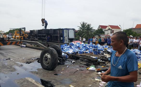 Khởi tố vụ án, tạm giữ hình sự tài xế gây tai nạn thảm khốc tại Hải Dương - Ảnh 1.
