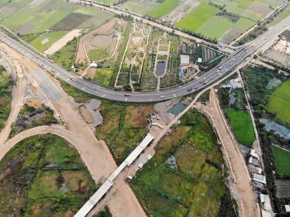 Cao tốc Trung Lương - Mỹ Thuận nguy cơ vỡ trận - Ảnh 1.