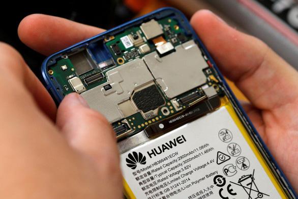 Huawei thừa nhận đang tổn thất nặng vì trừng phạt của Mỹ - Ảnh 2.