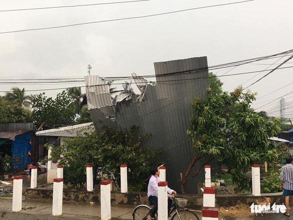 Mưa dông, lốc xoáy làm hơn 870 căn nhà ở An Giang sập, tốc mái - Ảnh 3.