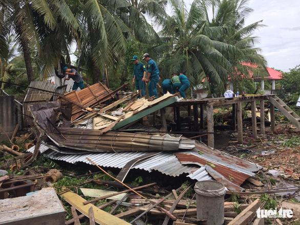 Mưa dông, lốc xoáy làm hơn 870 căn nhà ở An Giang sập, tốc mái - Ảnh 2.